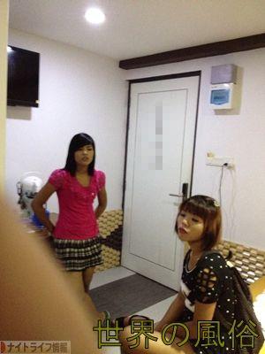 ヤンゴンで女の子斡旋ブローカーに女の子を連れて来させたよ