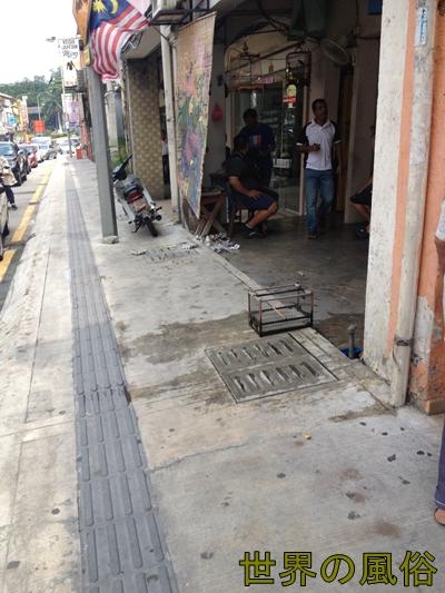 クアラルンプールのチャイナタウンの置屋で中国人に暴行される