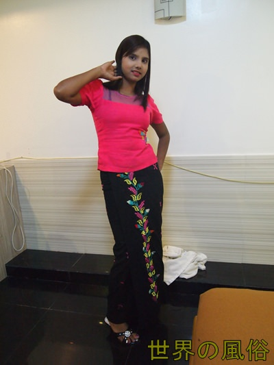 ヤンゴンの風俗 イスラム教徒の美形インド人と濃厚中出しセックス!