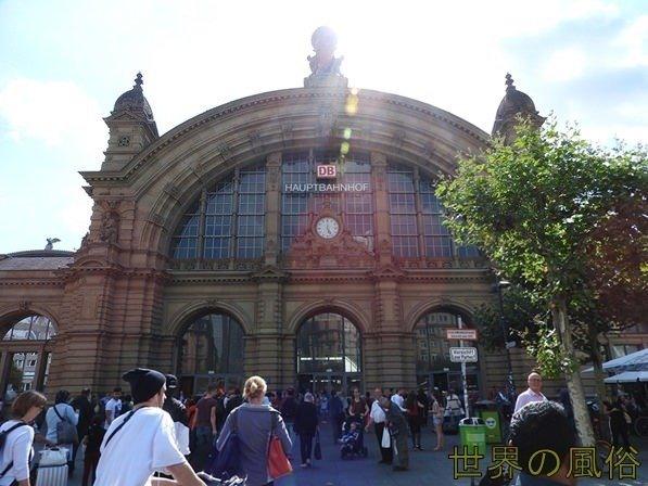 フランクフルト空港到着から市内の中央駅への行き方 荷物受け取りからSIMカードまで全解説